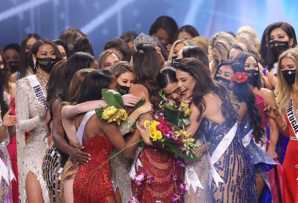 Kainat Güzellik Yarışması'nın finali, duygusal anlara sahne oldu