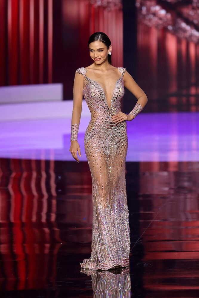 Finalde üçüncü seçilen Peru güzeli Janick Maceta Del Castillo