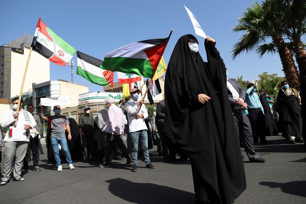 İran'ın başkenti Tahran'da, Azerbaycanlı öğrenciler tarafından Filistin büyükelçiliği önünde Kudüs ve Filistin'e destek gösterisi düzenlendi