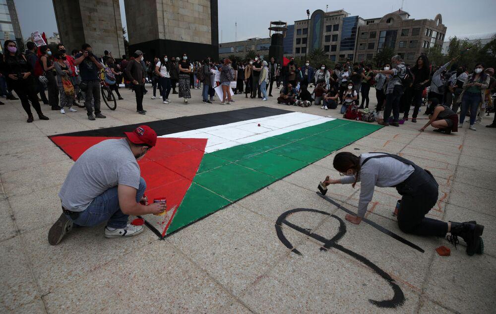 Meksika'da İsrail'in Gazze'ye yönelik saldırılarını protesto etmek için sokaklara dökülen eylemciler