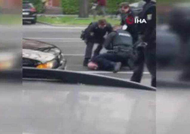 Alman polisinden Türk vatandaşına şiddet