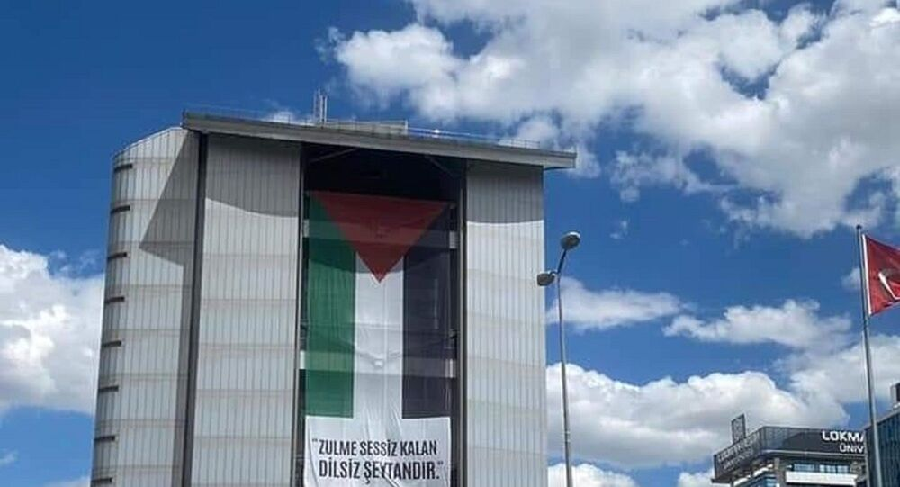 CHP binasına asılan Filistin bayrağı