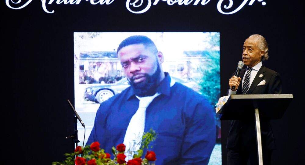 ABD'nin Kuzey Karolina eyaletinde polis tarafından vurularak öldürülen siyah Andrew Brown'ın cenaze töreni