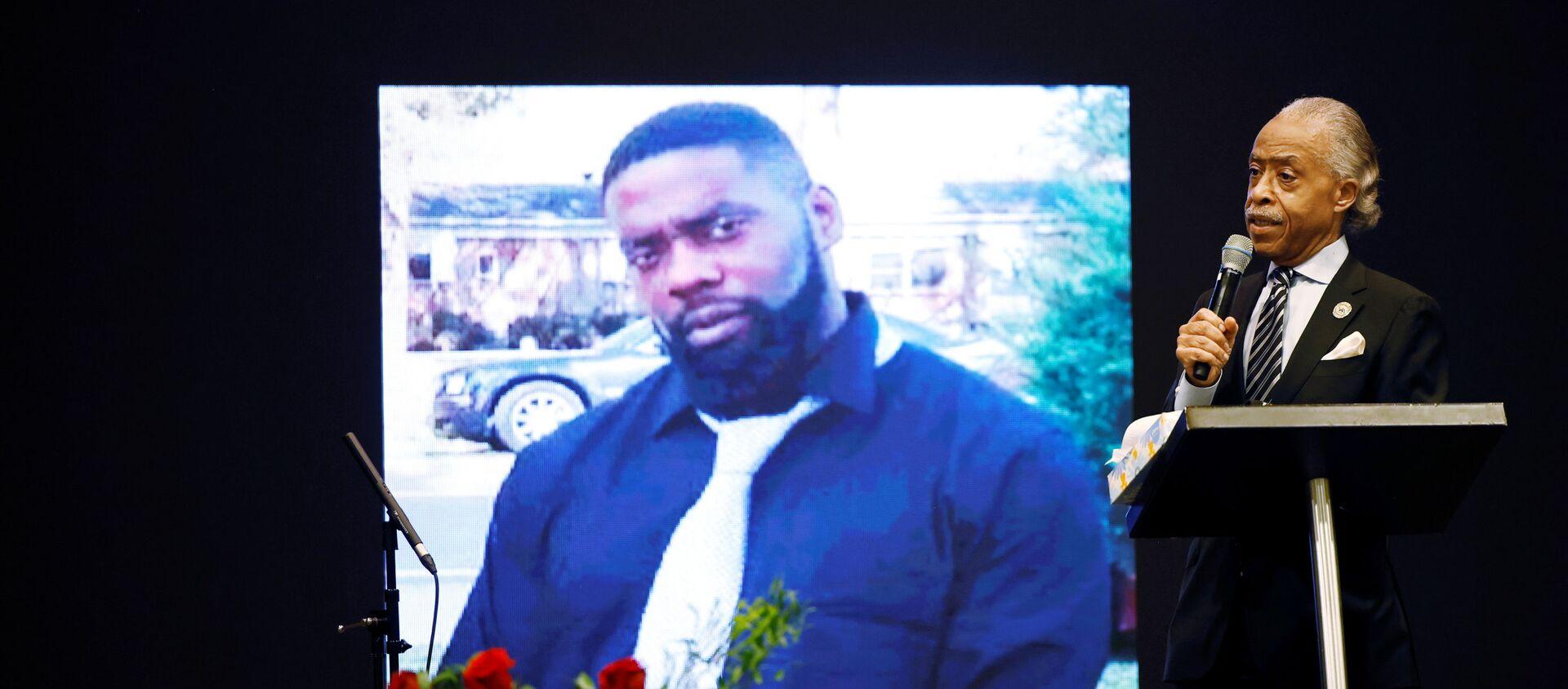 ABD'nin Kuzey Karolina eyaletinde polis tarafından vurularak öldürülen siyah Andrew Brown'ın cenaze töreni - Sputnik Türkiye, 1920, 19.05.2021
