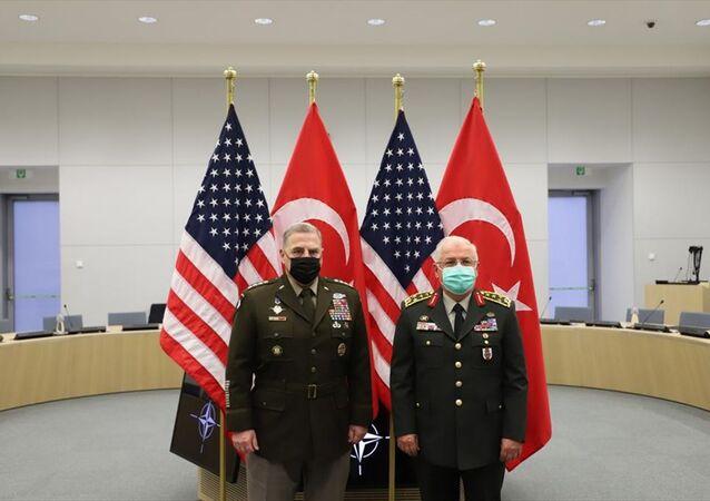 NATO Genelkurmay Başkanları Toplantısı için Brüksel'de bulunan Genelkurmay Başkanı Orgeneral Yaşar Güler, ABD Genelkurmay Başkanı Orgeneral Mark Milley ile bir araya geldi.