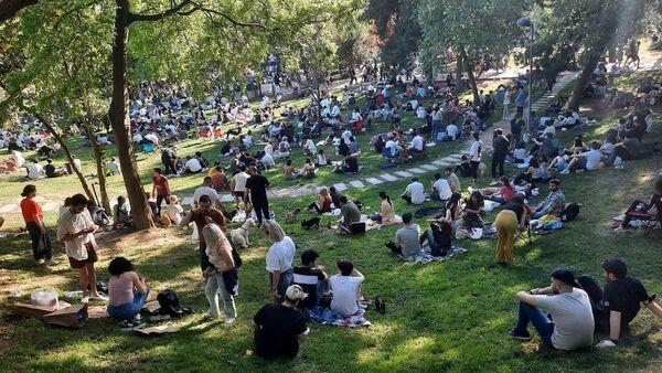 Maçka Parkı'nda yoğun kalabalık - Sputnik Türkiye