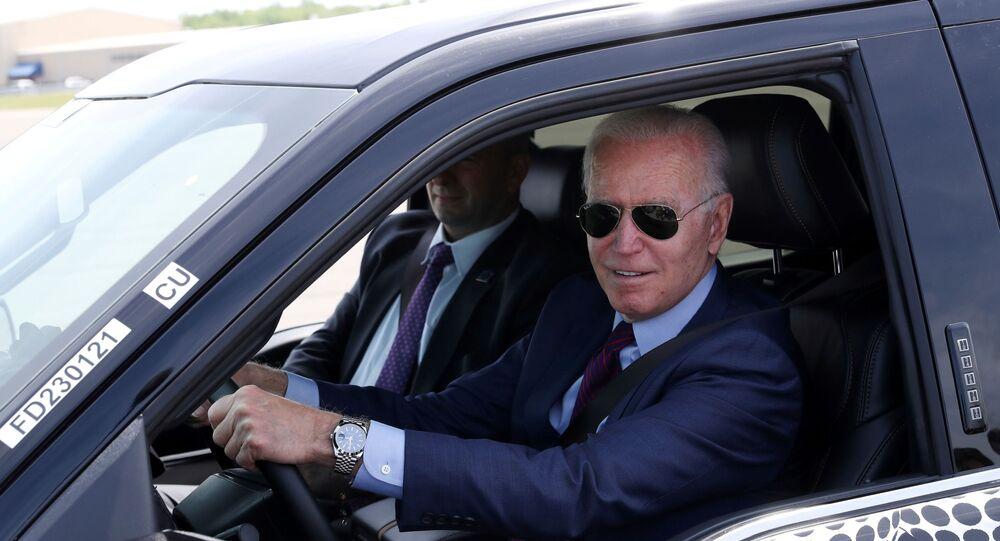 ABD Başkanı Joe Biden, Ford'un elektrikli otomobiliyle test sürüşünde
