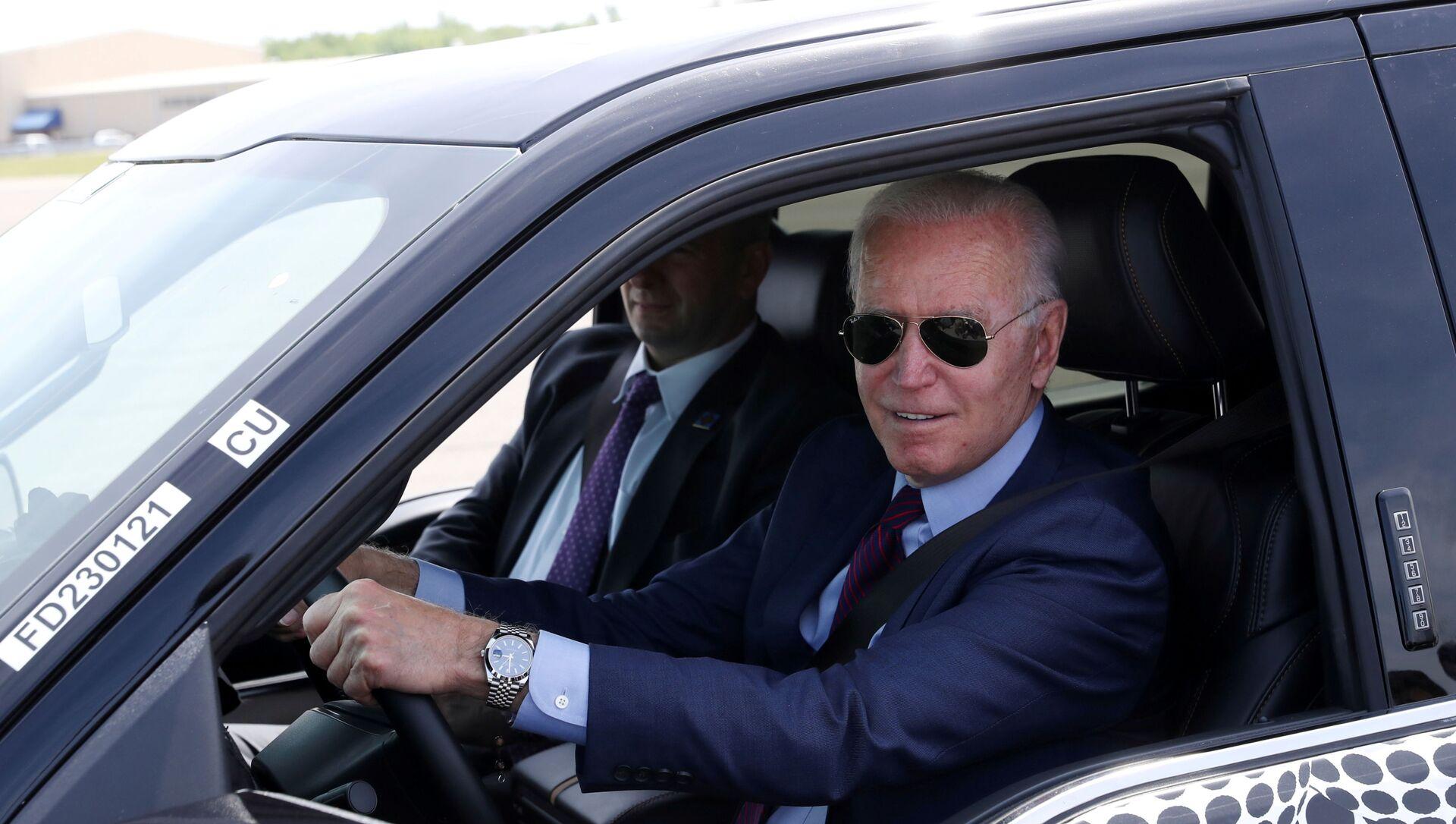 ABD Başkanı Joe Biden, Ford'un elektrikli otomobiliyle test sürüşünde - Sputnik Türkiye, 1920, 06.08.2021