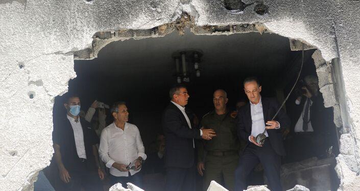 Bununla birlikte Maas ve Aşkenazi, geçen hafta Gazze'den atılan roketlerin isabet ettiği bölgeyi de ziyaret etti.