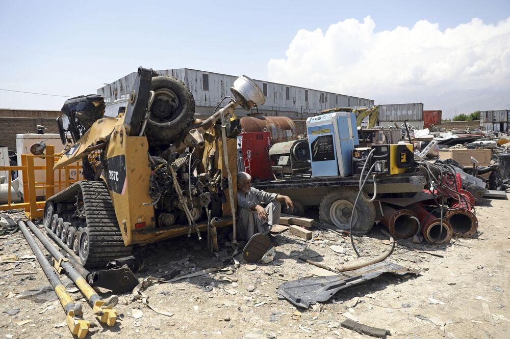 Amerikalılar, Afganistan'da kalan en büyük üslerinden Bagram Hava Üssü'nün bir kısmını boşaltmaya başladı.