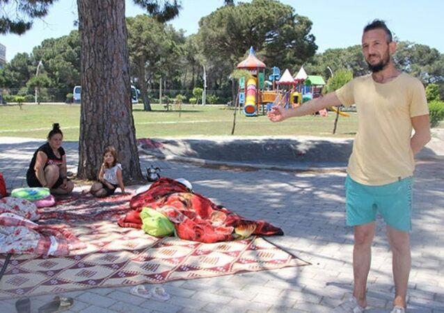 Antalya'da parkta yaşamaya başlayan Özlem-Turgut Ateş