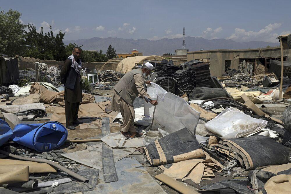 Her ne kadar ekipmanlar hurdacılara para kazandırsa da Afganlar, bu imha işlemini 'ülkeye ihanet' olarak değerlendiriyor.