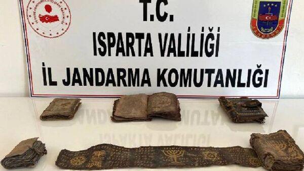 Isparta-ceylan derisi üzerine İbranice yazılmış 5 Tevrat ve 1 parşömen - Sputnik Türkiye
