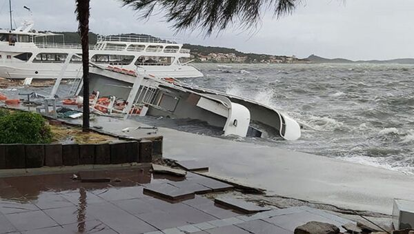 Ayvalık'ta fırtına etkili  - Sputnik Türkiye