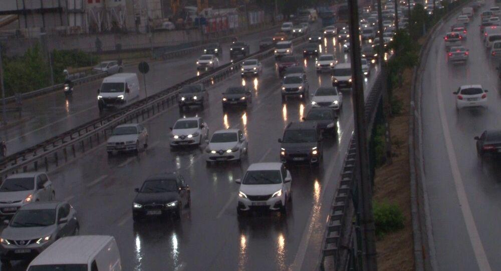 İstanbul E-5-yağmur-trafik
