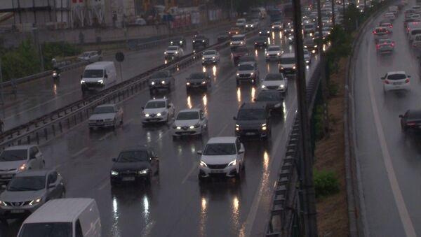 İstanbul-yağmur-trafik - Sputnik Türkiye