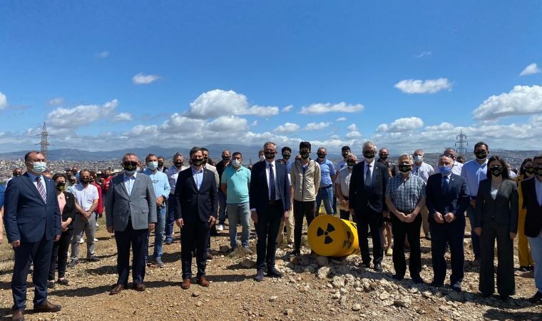 İzmir'in Çernobili'nin temizlenmesi için 'durma' eylemi başlatıldı