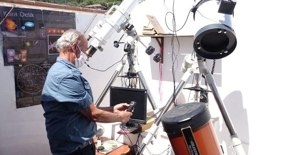 Uzay merakı için 20 bin dolar harcayıp, mini gözlemevi kurdu