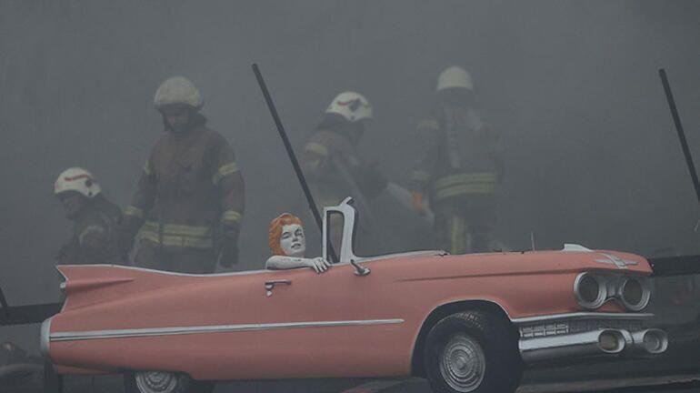 Üsküdar Salacak'ta bir kafede yangın çıktı
