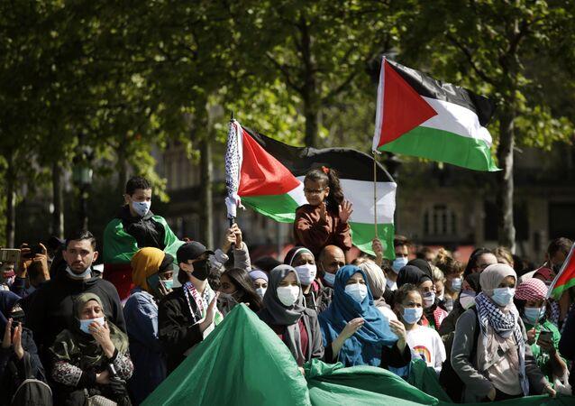 Fransa'da yüzlerce kişi Filistin'e destek gösterisi düzenledi