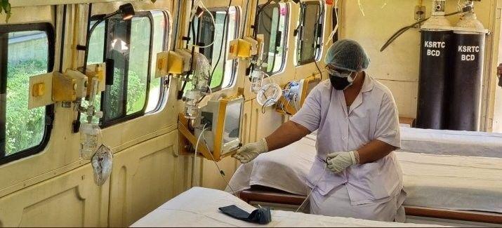 Hindistan'da artan koronavirüs vakaları nedeniyle oksijen tüplerinde yaşanan sıkıntı devam ederken, hastalara oksijen sağlamak içintekerlekliyoğun bakım hizmeti başlatıldı. Hizmet kapsamında 5 yatak kapasiteli ve oksijen tüpleri gibi tıbbi ekipmanların bulunduğu bir araç tasarlandı.