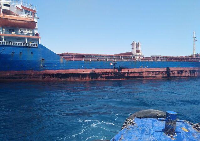 Antalya Büyükşehir Belediyesi deniz kirliliğine neden olan bir gemiye 1 milyon 566 bin 864 TL para cezası uyguladı.
