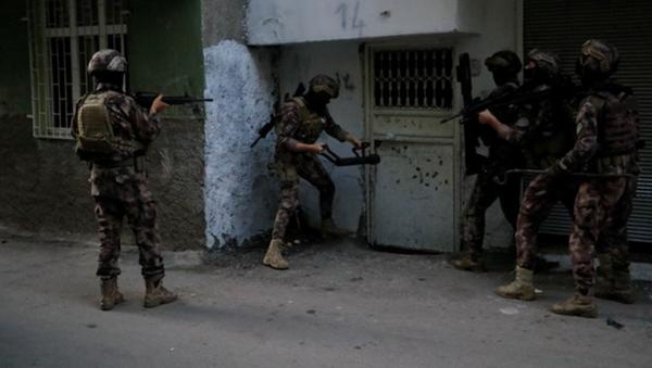 Adana merkezli 3 ilde PKK'nın 'siyasi alan yapılanmasına' operasyon - Sputnik Türkiye