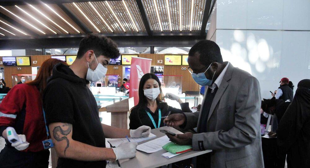 Koronavirüs salgının başlaması ile birlikte sınırların kapanmasından dolayı Türkiye başta olmak üzere 25 ülkede kalan 220 Avustralya vatandaşı, bir yıllı aşkın aradan sonra özel seferle ülkelerine döndüler.