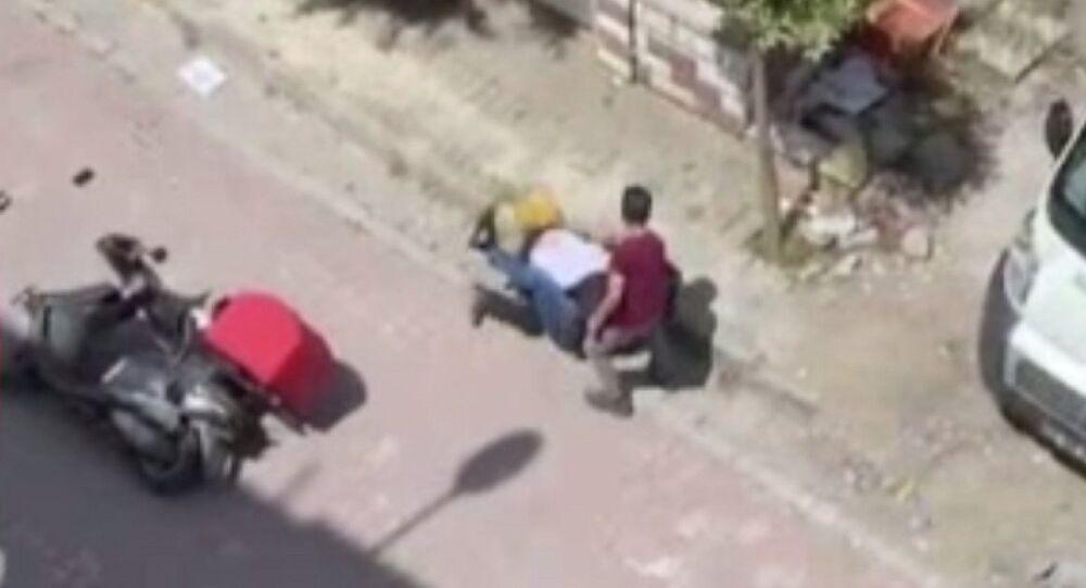 İstanbul'da kuryelerin yol verme kavgası