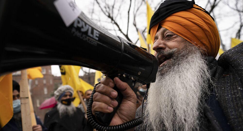 Hindistan'da 'ilahi at' cenazesi: Yüzlerce kişi katıldı