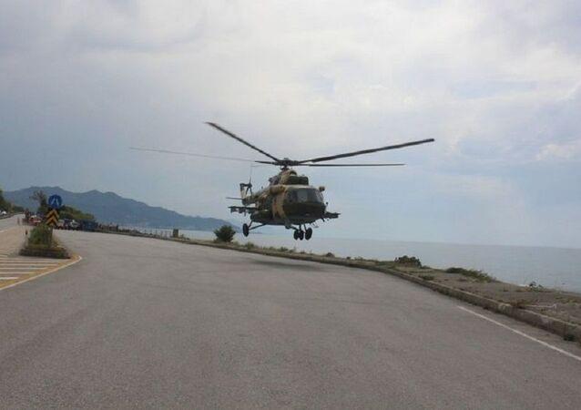 Sahile zorunlu iniş yapan Azerbaycan'ın askeri helikopteri bölgeden ayrıldı