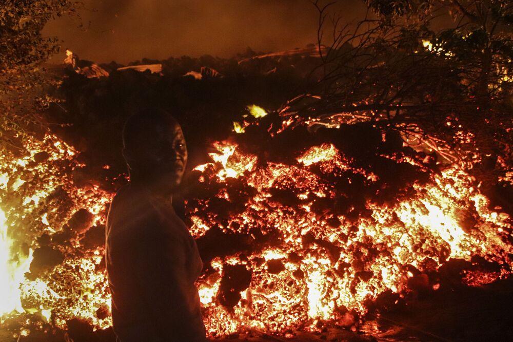 Dünyanın en aktif yanardağları arasında gösterilen Nyiragongo, 22 Mayıs'ta faaliyete geçmişti.