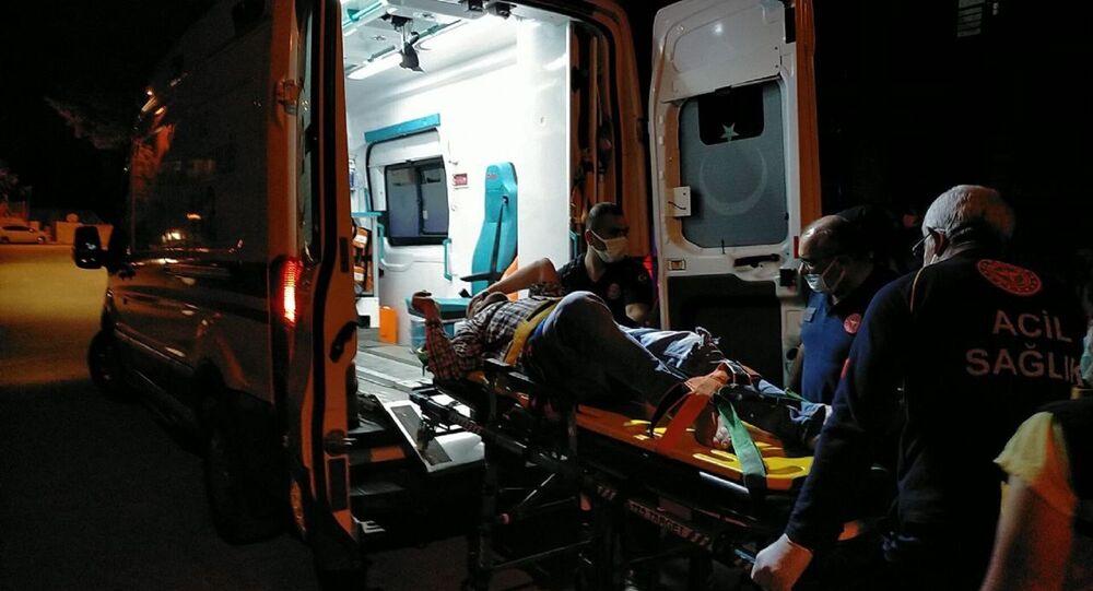 Adıyaman'ın Gölbaşı ilçesinde 'Ne bakıyorsun' kavgasında 2 kişi yaralandı.