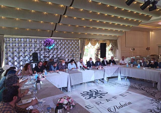 İşletmeciler, kafe-restorancılar, tekel bayileri, bar işletmecilerinin dernek ve birlikleri Ankara'da bir araya gelerek ortak basın açıklaması düzenledi