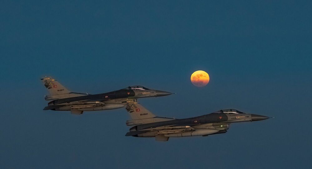 Süper Ay -  F-16 savaş uçakları