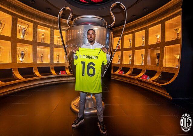 Milan, Lille'in kalecisi Mike Maignan'ı renklerine bağladı