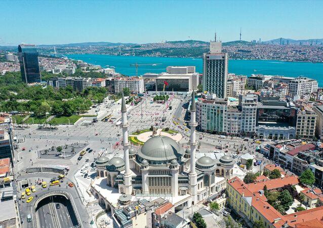 Taksim'e yapılan cami