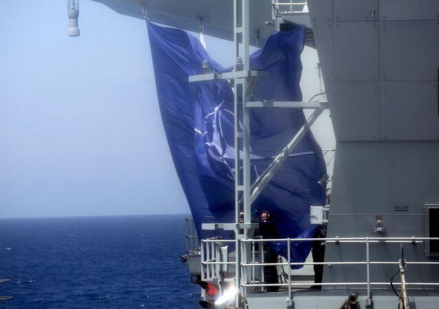 NATO - NATO bayrağı - Portekiz açıkları - NATO Steadfast Defender 2021  - uçak gemisi HMS Queen Elizabeth