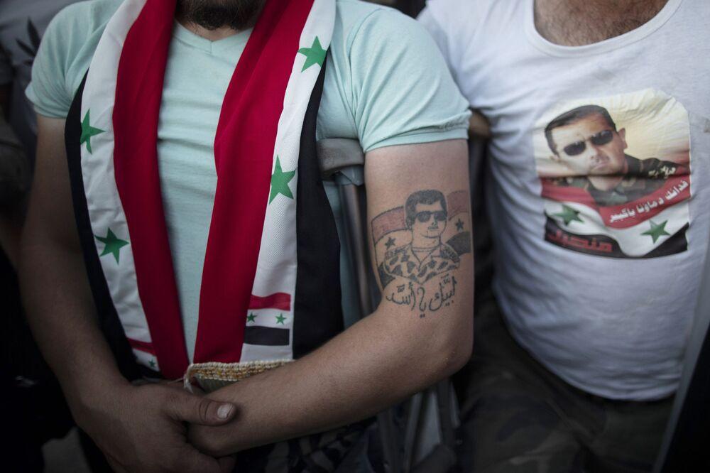 Beşar Esad dövmesi yapan yaralı Suriyeli asker, Esad'ın devlet başkanlığı seçimlerinde kazandığı zaferi kutluyor.
