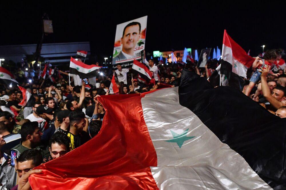 Son 20 yıldır aralıksız Suriye'yi yöneten Beşar Esad, önümüzdeki 7 yıl daha ülkenin başında kalacak.