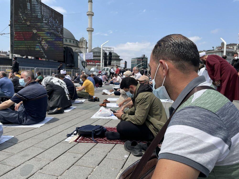 Açılış öncesinde konuşan Cumhurbaşkanı Erdoğan, ilk cuma namazını eda ettikleri Taksim Camii'nin İstanbul'a, Türkiye'ye ve tüm İslam âlemine hayırlara vesile olmasını diledi.