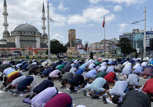 Temeli dört yıl önce atılan Taksim Camii açılışı