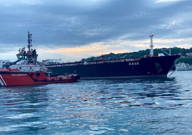 Kıyı Emniyeti Genel Müdürlüğü, İstanbul Boğazı'nda kuzey-güney seyrini gerçekleştirirken makine arızası yapan 249 metre uzunluğundaki RAVA isimli ham petrol taşıyan tankere müdahale edildiğini bildirdi.