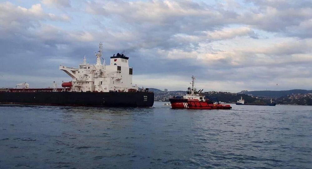 Makine arızası nedeniyle kıyıya sürüklenen tankerdeki çalışmaların tamamlanmasının ardından İstanbul Boğazı trafiğe açıldı.