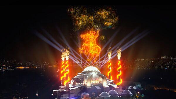 Cumhurbaşkanlığı İletişim Başkanlığı, İstanbul'un fethinin 568. yıldünümünde özel bir etkinlik düzenledi. Kentin simge yapılarından Ayasofya Camii ile Galata Kulesi ışık gösterisiyle aydınlatıldı. Ses ve ışık gösterileriyle İstanbul'un fethi canlandırıldı. - Sputnik Türkiye