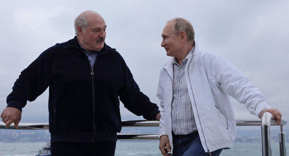 Putin ve Lukaşenko denizde tekne turu yaptı