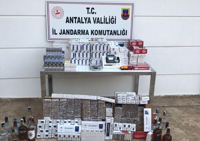 Antalya'da kaçak alkol, bandrolsüz sigara ve tütün operasyonu
