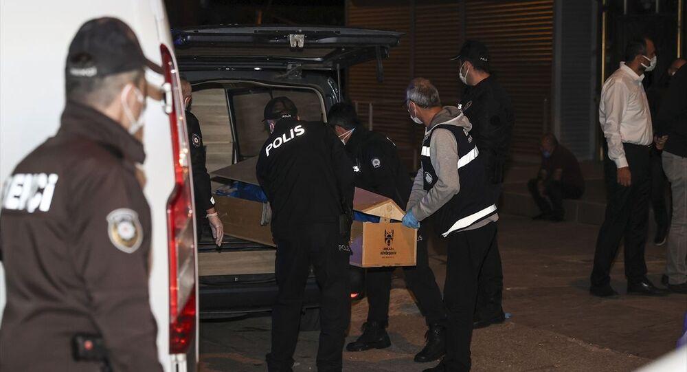 Ankara'nın Altındağ ilçesinde evinde yalnız yaşayan kadın silahla vurulmuş halde ölü bulundu.