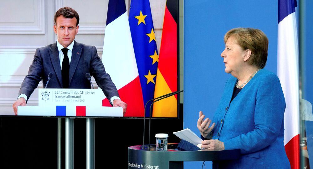 Emmanuel Macron ile Angela Merkel video konferansla gerçekleşen Fransa-Almanya Bakanlar Konseyi toplantısı sırasında