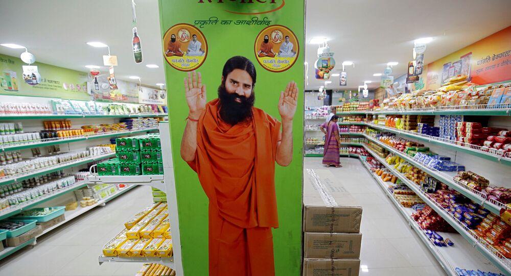 Hindistan'da koronavirüs hastalarıyla dalga geçen yoga gurusu, bu kez de modern tıbbı hedef aldı: 'Aptal bilimi'